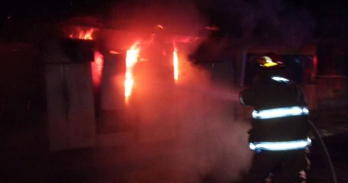 Incendio consume taller de aparatos electrónicos en Colonia Zacamil