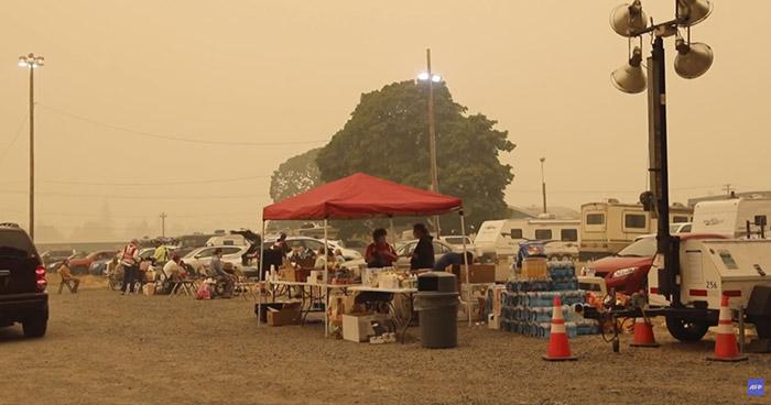 Al menos 15 fallecidos y miles de evacuados por devastadores incendios en Estados Unidos
