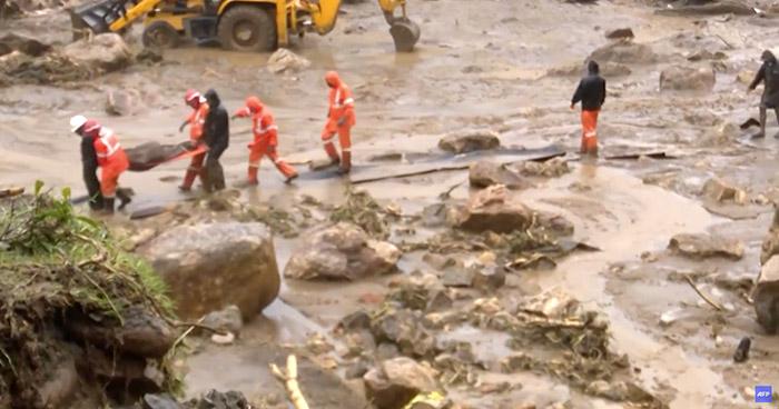 Al menos 43 fallecidos dejó deslizamiento de tierra en India