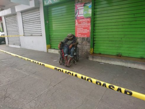 Indigente de San Miguel es encontrado muerto en su silla de ruedas