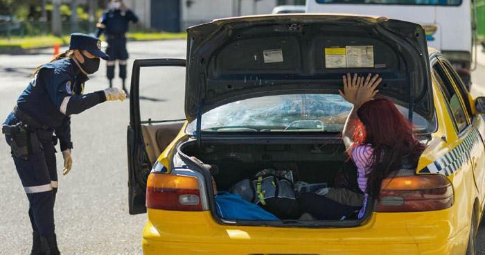 Multan a conductor por sobrecarga de pasajeros