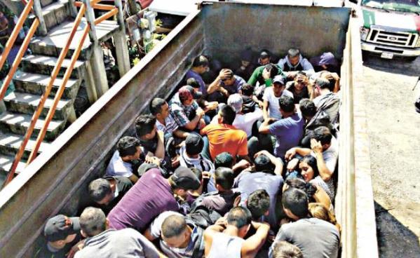 Agentes de México interceptan furgón con 112 inmigrantes extranjeros