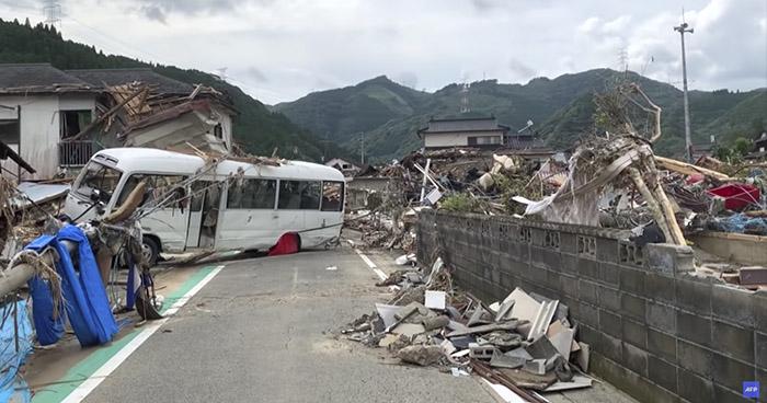 Más de 50 fallecidos dejan torrenciales lluvias en Japón