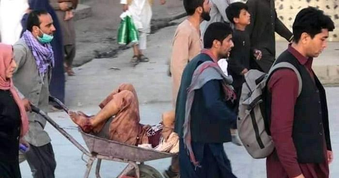 Suman 60 muertos tras ataques con explosivos en las afueras del aeropuerto de Kabul