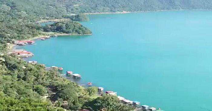 Lago de Coatepeque se torna turquesa nuevamente