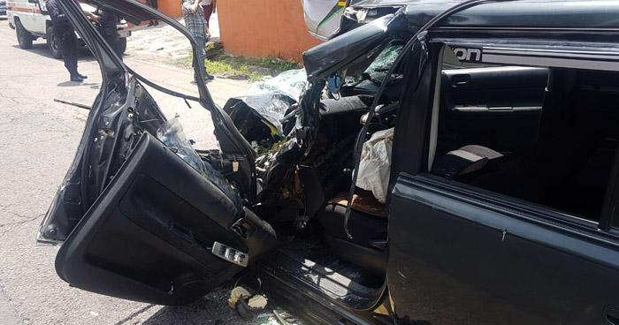 Dos lesionados graves tras choque por Aduana San Bartolo