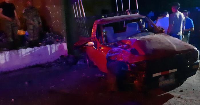 Dos lesionados tras fuerte choque en carretera a Santa Ana