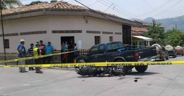 Motociclistas quedan en coma tras ser impactados por un pick up en La Unión