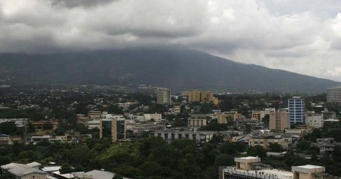 Remanentes de humedad por Onda Tropical y Vaguada favorecerán lluvias este martes