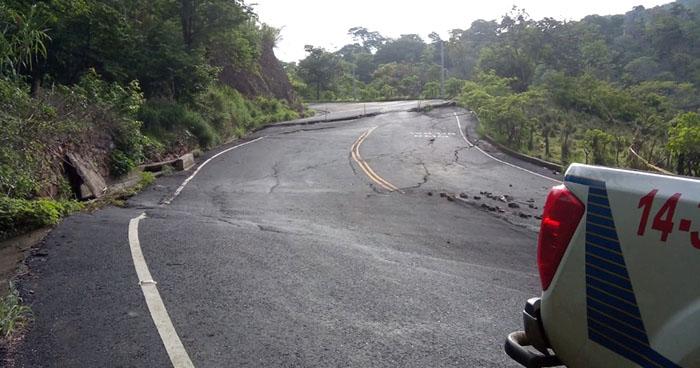 Así los daños en la carretera Longitudinal del Norte tras sismo de 6.8