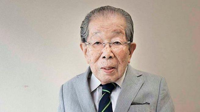 Fallece médico que trabajo hasta los 100 años en Japón