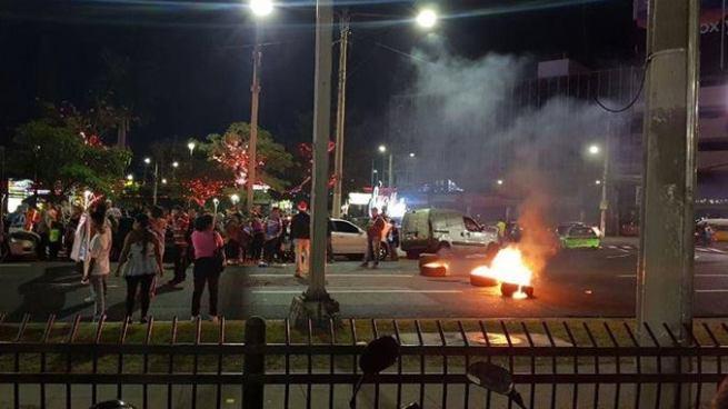 Vendedores protestaron en los alrededores de la Plaza Salvador del Mundo