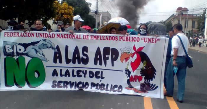 Cierran calles para marchar por en contra de las AFP's
