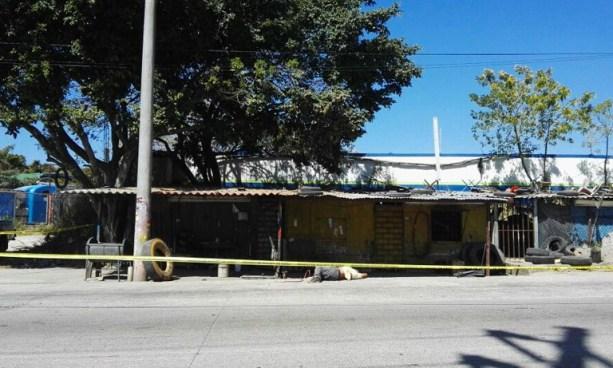 Matan a mecánico dentro de una llantería sobre la carretera de Oro, San Martín