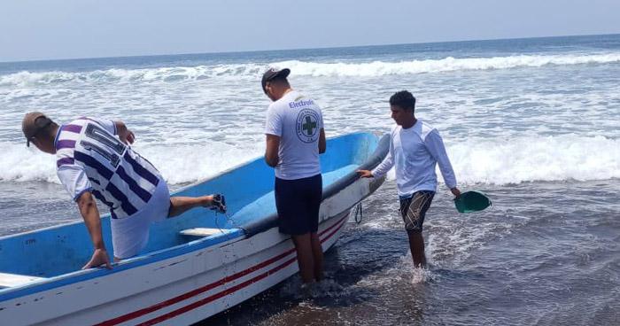 Buscan a menor de 13 años que fue arrastrada por una corriente en playa Barra de Santiago