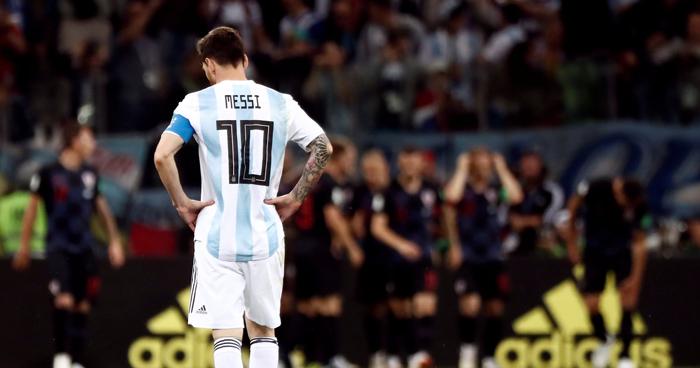 Argentina goleado por Croacia (3-0) y al borde de la eliminación
