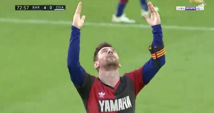 Messi homenajeó a Maradona con una camiseta '10' del Newell's