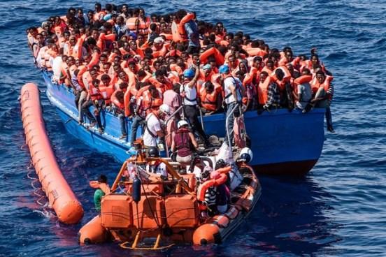 Son rescatados 2,100 migrantes en el Mar Mediterráneo