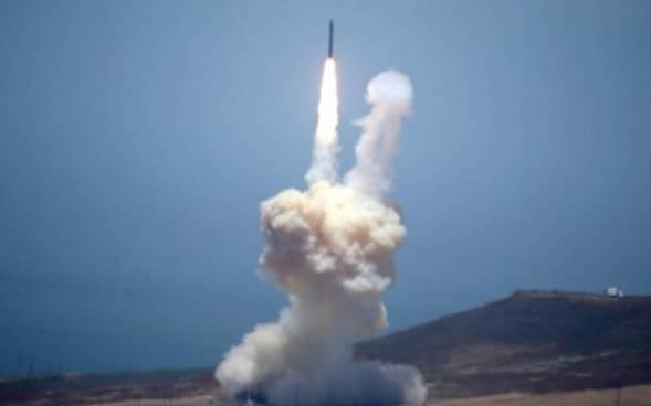 Lider norcoreano Kim Jong lanza misil a EE.UU. por el Día de la Independencia