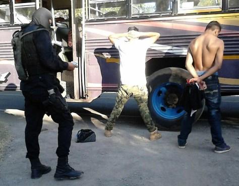 Pandilleros privan de libertad a un joven luego de ser seducido por una pandillera en San Salvador