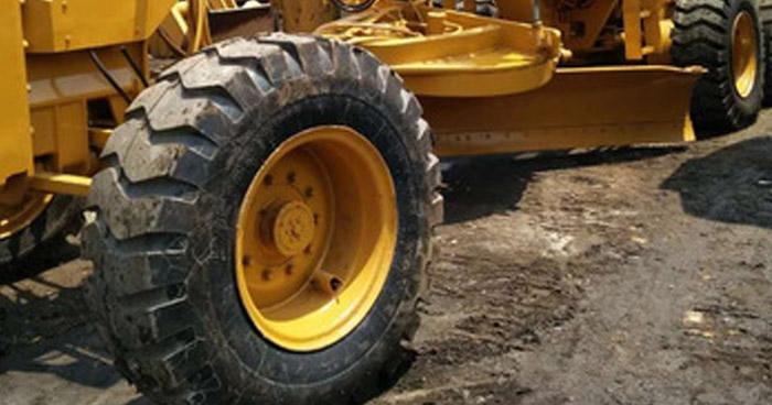 Empleado de alcaldía muere tras vuelco de tractor en Sonsonate