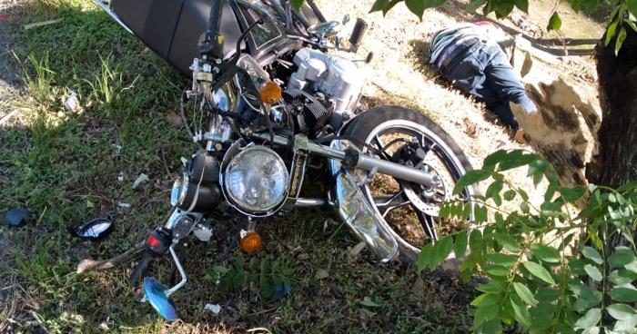 Motociclista muere tras accidente en carretera a Comalapa