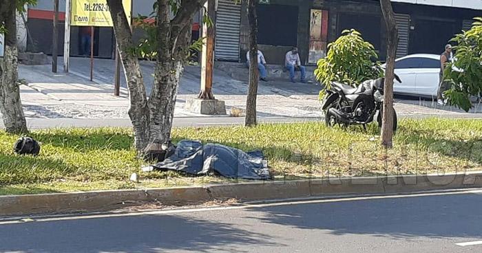Muere motociclista tras accidentarse en Bulevar Constitución