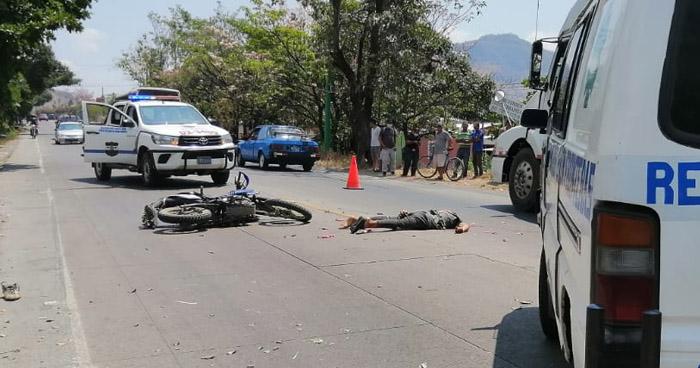 Motociclista pierde la vida al accidentarse en San Pedro Masahuat, La Paz