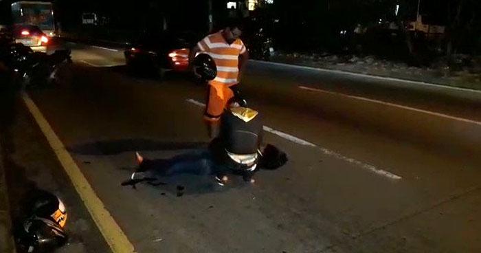 Motociclistas lesionados al ser embestidos por un vehículo en carretera Comalapa