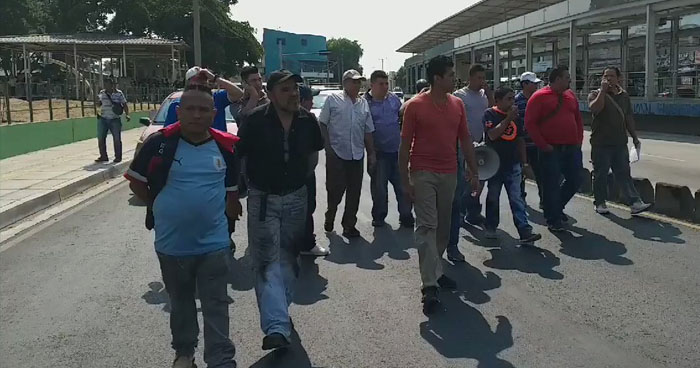 Motoristas de transporte público marcharon en contra del incremento de penas por accidentes
