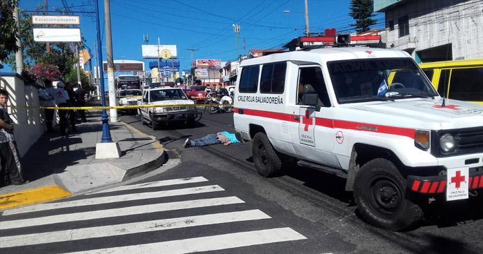 Hombre muere al ser atropellado en calle Chiltiupán, Ciudad Merliot