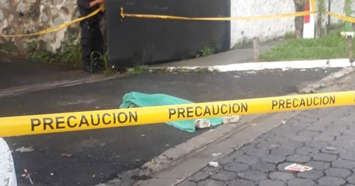 Joven muere afuera de la Unidad de Salud Zacamil, en Mejicanos