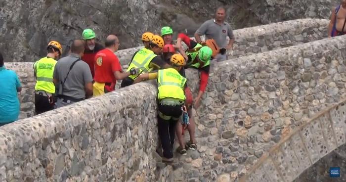 Once excursionistas muertos tras ser arrastrados por la crecida de un río en Italia