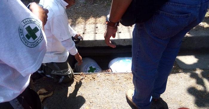 Mujer cae dentro de un tragante que no tenía tapadera en Mejicanos