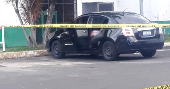 Encuentran cadáver de mujer al interior de un vehículo en gasolinera del Paseo General Escalón