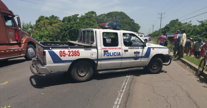 Mujer murió al caer de un camión que fue impactado por un autobús en Usulután