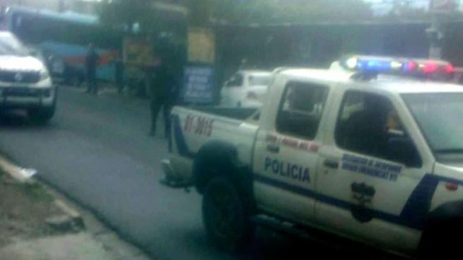 Una agente de la PNC repele asalto en un bus en Soyapango y mata a 1 asaltante