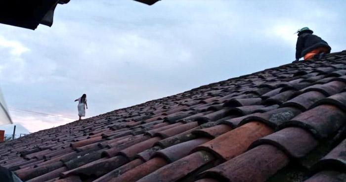 Bomberos evitan que joven se lanzara desde un techo de 10 metros de altura