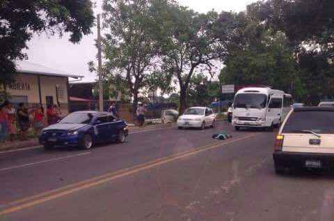 Mujer fallece tras ser atropellada por un microbús Policial