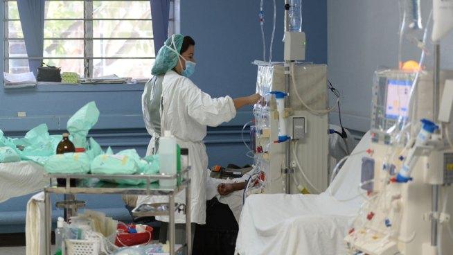 Pacientes de nefrología marcharon en protesta para exigir insumos para sus tratamientos