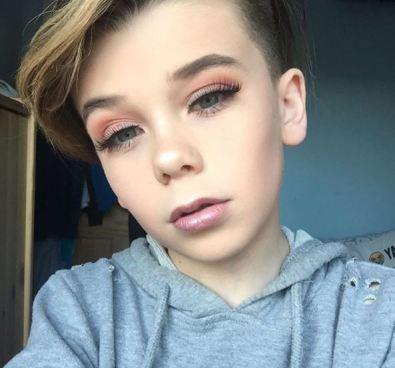 Se viraliza vídeo en el que un niño se maquilla como un profesional