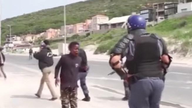 VÍDEO | Policía dispara en la boca de un niño de 14 años en una protesta