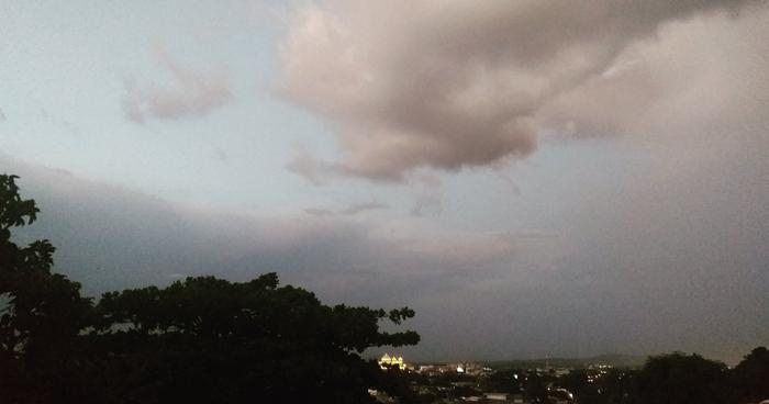Probabilidad de lluvias de rápido desplazamiento para horas de la tarde y noche