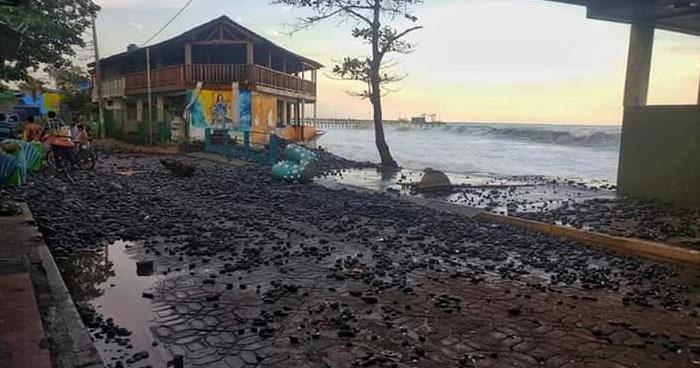 Incremento de oleaje ha afectado a más de 10 ranchos en playas de La Libertad