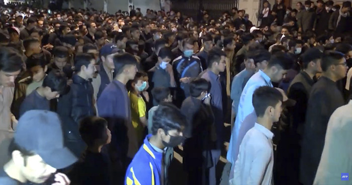 Fieles llenan las mezquitas pese a restricciones para combatir la pandemia del COVID-19