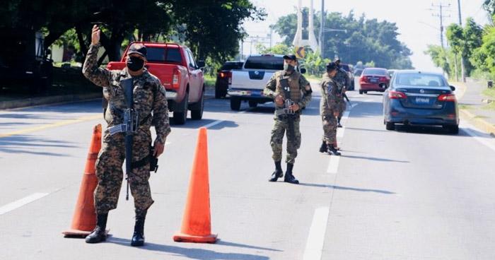 Presidente Bukele habilita licencias para policías y soldados