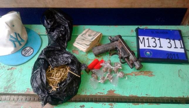 Palabrero de un cantón en Sonsonate, fue capturado con varios objetos ilícitos
