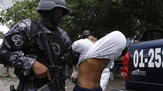 Capturan a pandillero lesionado tras enfrentamiento con agentes de la PNC en Santa Ana