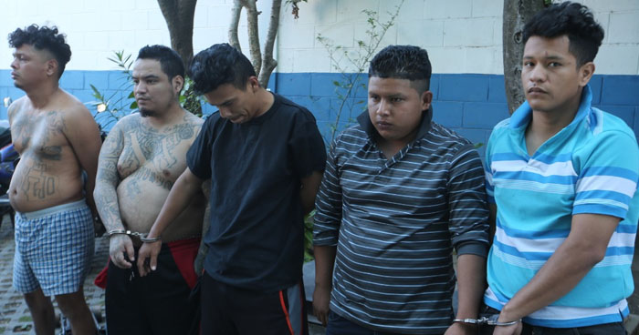 Capturan a pandilleros y les incautan droga en colonia Santa Marta, San Salvador