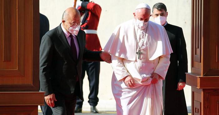 Papa Francisco aterriza en Bagdad para su histórica visita en Irak